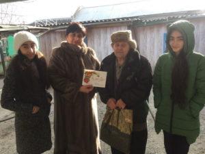 Учащиеся и учителя гимназии поздравляли ветеранов ВОВ, тыловиков с Новым годом!