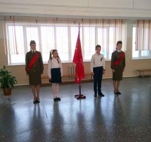 Торжественная линейка посвящённая встрече Знамени Победы