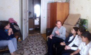 Обучающиеся Гимназии пришли в гости к ветерану